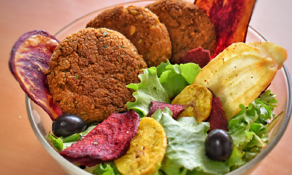 Falafel with salad, black olives and exotic vegetable chips